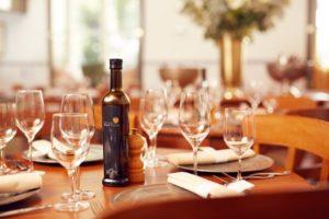 Karel_5_4-bistro-table-setting