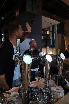 amersfoort tour madonna eigenaren aan de bar